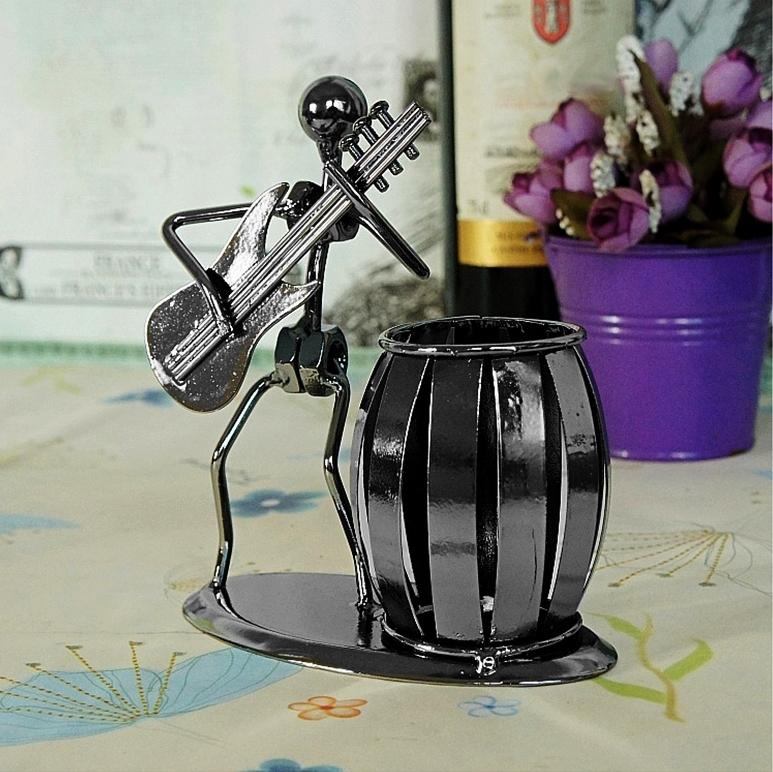d co pot crayons statuette acier guitariste guitare lectrique. Black Bedroom Furniture Sets. Home Design Ideas