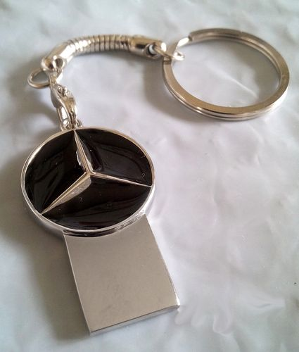 "Clé USB 2.0 - 4 GO - Logo ""peace and love"" / Mercedes"