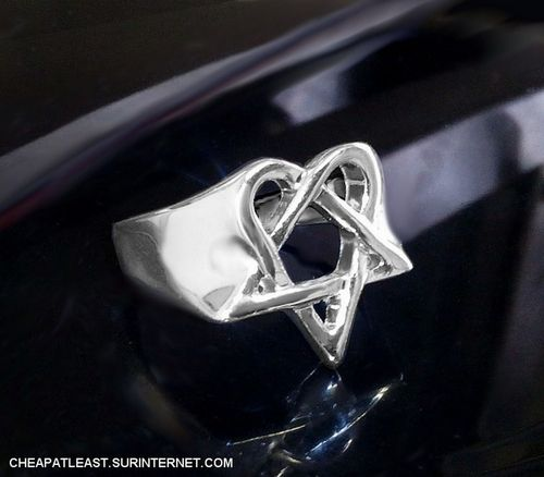 Bague heartagramme / heartagram HIM Pentagramme Coeur pentacle
